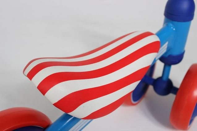 Беговел MIni Bike от 1 года Капитан Америка (резиновые колеса)